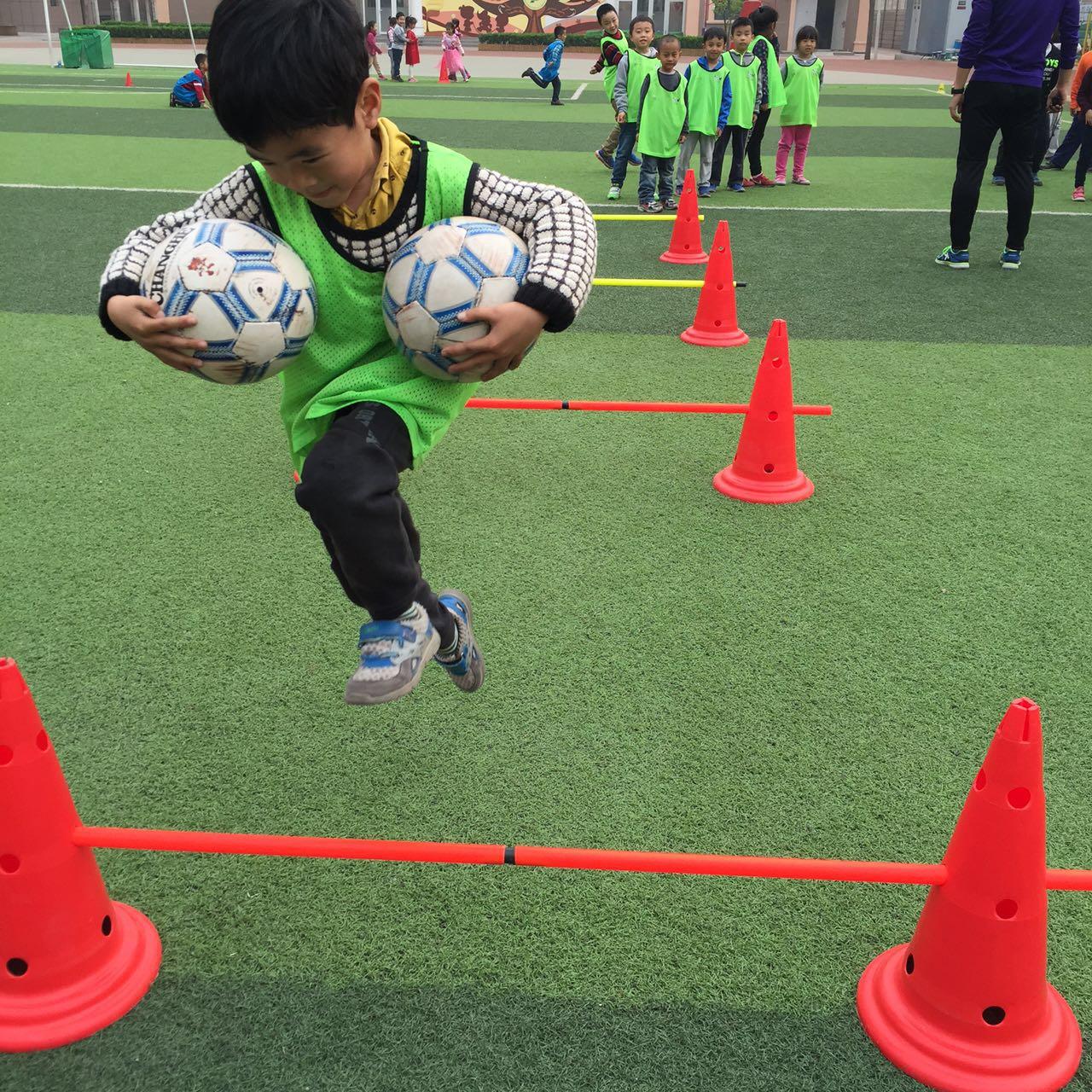 罗马校区一年级足球节开幕了!